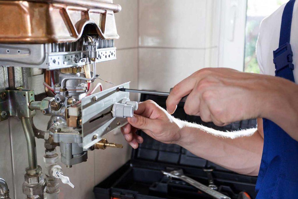 plombier chauffagiste et un plombier sanitaire