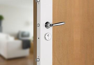 Changer une serrure d'une porte blindée