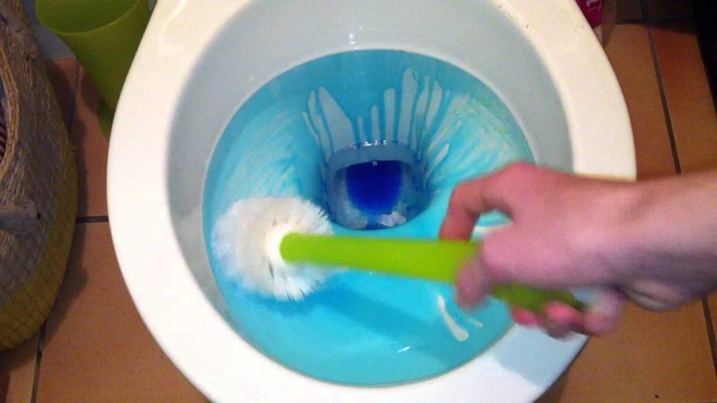 Nettoyer les WC, comment faire ?