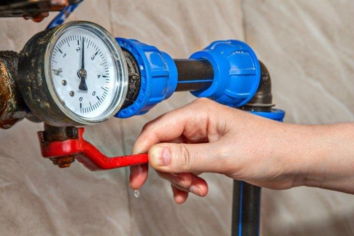 Couper l'eau lors des réparations de plomberie